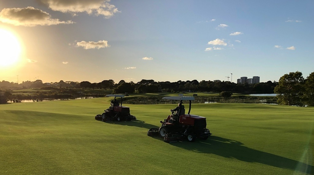 AusGolfOpen2018 sunrise over the greens mowers
